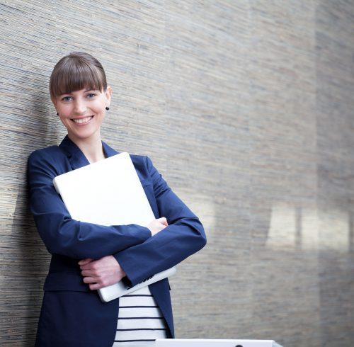Die private Berufsunfähigkeitsversicherung springt ein, wenn man seinen Beruf wegen Unfall oder Krankheit vermutlich länger als sechs Monate nicht mehr ausüben kann. Foto: djd/www.DEVK.de