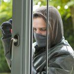 Immer mehr Bundesbürger werden Opfer eines Wohnungseinbruchs. Dennoch verfügen nur zwei von drei Haushalten über einen entsprechenden Versicherungsschutz. Foto: djd/Concordia/sdecoret - Fotolia